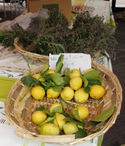It's not a French market without lemons!