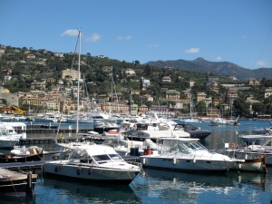 Walking to Portofino allows you also enjoy pretty Santa Margherita