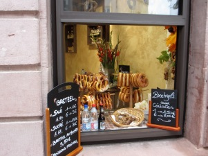 bretzels in shop window in Colmar, Alsace, travel, travel tips, travel planning