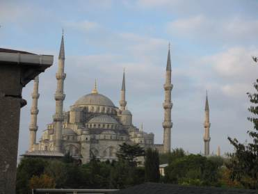 blue mosque istanbul with 5 minarets in the day time