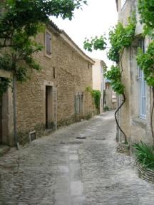 curved laneway in Arles France