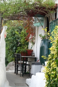 Patio with table and chairs in Anafiotika, Athens